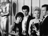 "Rita Moreno and George Chakiris Winners of Best Supporting Actor Oscars for ""West Side Story"" Reproduction photographique sur papier de qualité par J. R. Eyerman"