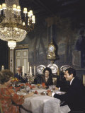 Sophia Loren Entertaining Vittorio de Sica, His Wife and Marcello Mastroianni in Formal Dining Room Premium Photographic Print by Alfred Eisenstaedt