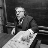 M.I.T Professor Norbert Wiener Testing a Device Capable of Converting Speech Sounds Into Patterns Premium fotoprint van Alfred Eisenstaedt