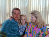 Actors Paul Newman and Joanne Woodward at Home with Their Daughter Premium Photographic Print by Mark Kauffman