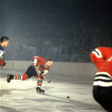 Hockey: Chicago Blackhawks Bobby Hull No.9 in Action, Shooting vs. NY Rangers Premium Photographic Print by Bill Eppridge