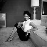 Casual Portrait of Actress Dorothy Dandridge at Home Premium fototryk af Allan Grant