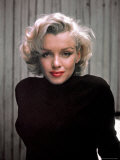 Marilyn Monroe on Patio Outside of Her Home Reproduction photographique sur papier de qualité par Alfred Eisenstaedt