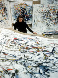 Portrait of American Born Painter Joan Mitchell in Her Studio Impresso fotogrfica premium por Loomis Dean