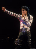 Singer Michael Jackson Performing Premium-Fotodruck von David Mcgough