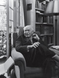 Swiss Psychiatrist Dr. Carl Jung Relaxing in an Easy Chair in His Library at Home Premium-Fotodruck von Dmitri Kessel