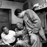 Billy Eckstine backstage with ex-boss, orchestra leader Earl Hines and trumpeter Louis Armstrong Premium Photographic Print by Martha Holmes