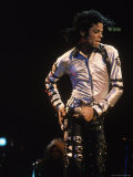 Pop Entertainer Michael Jackson Singing and Dancing at Event Reproduction sur métal par David Mcgough