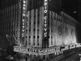 Nighttime Exterior of Radio City Music Hall Photographie par Bernard Hoffman