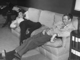 James Stewart Stretched Out on Office Sofa, Smiling, Producer Leland Hayward Slouches at Other End Fototryk i høj kvalitet af John Florea