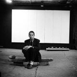 Robert Rauschenberg Sitting on One of His Sculptures in His Studio Lmina fotogrfica de primera calidad por Allan Grant