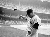Yankee Mickey Mantle Flinging His Batting Helmet Away in Disgust During Bad Day at Bat Fototryk i høj kvalitet af John Dominis