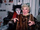 """Comedienne Phyllis Diller and Actor Timothy Scott Backstage at His Broadway Musical """"Cats"""" Metal Print by David Mcgough"""