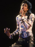 Pop Entertainer Michael Jackson Singing at Event Reproduction photographique sur papier de qualité par David Mcgough