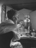 Actress Mary Martin Putting on Her Makeup Premium fotografisk trykk av Yale Joel