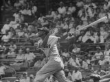 Action Shot of Chicago Cub's Ernie Banks, Following Direction of Baseball Resulting from His Hit Premium fotografisk trykk av John Dominis