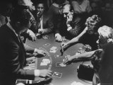 Entertainer Dean Martin Running His Own Game of Blackjack at a Casino Premium-Fotodruck von Allan Grant