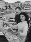 Actress Yvonne Mitchell and Husband Derek Monsey, Reading London Paper During Visit to Cannes Lámina fotográfica de primera calidad por Loomis Dean