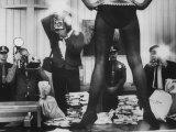 Actress Angie Dickinson's Lower Half Straddling a Million Dollars in Fake Money Reproduction sur métal par John Dominis