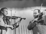 Violinists David Oistrakh and Yehudi Menuhin Rehearsing for United Nations Concert Reproduction sur métal par Loomis Dean
