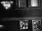 Dom Polski, East Side Community Center, from Photo Essay Regarding Polish American Community Premium fotografisk trykk av John Dominis