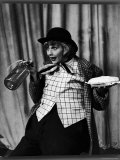 """Comedienne Lucille Ball Clowns During TV Episode of """"I Love Lucy"""" Premium-Fotodruck von Loomis Dean"""