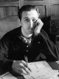 Walt Disney Sitting at His Desk Reproduction sur métal par Alfred Eisenstaedt
