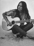Folk Singer Joan Baez Strumming Her Guitar on the Beach Near Her Home Fototryk i høj kvalitet af Ralph Crane