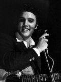 Rock Elvis Presley Performing One of His Hits on Stage During Concert Reproduction photographique sur papier de qualité par Robert W. Kelley