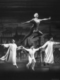 Actress Mary Martin Gives kids a Flying Lesson in the Broadway Production of Musical &quot;Peter Pan&quot; Premium-Fotodruck von Allan Grant