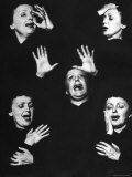 French Nightclub Singer Edith Piaf Singing During Her Performance at the Versailles Nightclub Reprodukcja zdjęcia premium autor Allan Grant