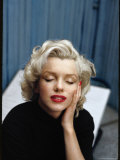 Portrait of Marilyn Monroe on Patio Outside of Her Home Premium Photographic Print by Alfred Eisenstaedt