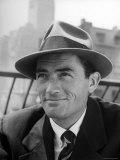 Portrait of Gregory Peck, Wearing a Hat Fototryk i høj kvalitet af Nina Leen