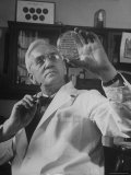 Portrait of Bacteriologist Alexander Fleming at Work Premium Photographic Print by Alfred Eisenstaedt