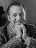 Walt Disney in Smiling Portrait Reproduction photographique sur papier de qualit&#233; par Alfred Eisenstaedt