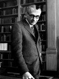 Austrian Born Mathematician Kurt Godel in Serious Portrait at Institute of Advanced Study Premium fototryk af Alfred Eisenstaedt