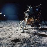 "Apollo 11 Astronaut Buzz Aldrin Unfurling ""Solar Wind Sheet"" Fotodruck"