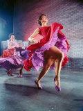 Chita Rivera and Liane Plane Dancing in a Scene from the Broadway Production of West Side Story Lámina fotográfica de primera calidad por Hank Walker