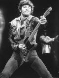 Rock Star Bruce Springsteen Playing Guitar in Concert Lámina fotográfica de primera calidad por Kevin Winter