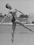 Ballet Dancer Cyd Charisse Who Aspires to be a Movie Star at Santa Monica Beach Premium-Fotodruck von Peter Stackpole