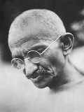 Portrait of Pacifist and Advocate of India's Independence from Great Britain, Mohandas Gandhi Reproduction sur métal