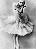 Mounted Original Postcard Portrait of Celebrated Russian Ballerina Anna Pavlova in Full Costume Lámina en metal