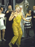 "Angela Lansbury Opens on Broadway in ""Mame"" to a Standing Ovation Impressão fotográfica premium por Bill Ray"