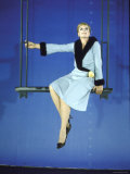 "Angela Lansbury Opens in ""Mame"" to a Standing Ovation Impressão fotográfica premium por Bill Ray"