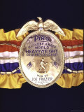 "Boxing Champ Joe Frazier's ""The Ping Magazine Award World Heavyweight Championship"" Medal Reproduction photographique sur papier de qualité par John Shearer"