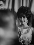 Elizabeth Taylor Winning an Oscar Premium Photographic Print by Grey Villet