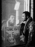 Boxer Muhammad Ali Taunting Boxer Joe Frazier During Training for Their Fight Lámina fotográfica de primera calidad por John Shearer