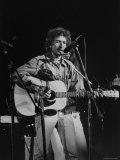 Bob Dylan durante concerto de rock no Madison Square Garden Impressão fotográfica premium por Bill Ray