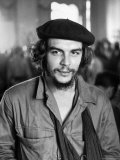 "Cuban Rebel Ernesto ""Che"" Guevara with His Left Arm in a Sling Premium Photographic Print by Joe Scherschel"
