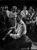Duke Ellington Playing Don't Get Around Much Anymore Reprodukcja zdjęcia premium autor Gjon Mili